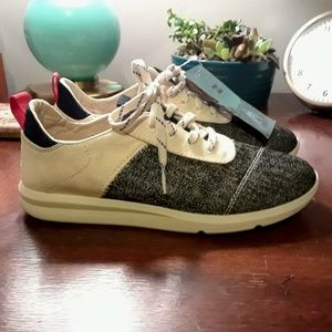 Toms Canvas Lightweight Sneakers